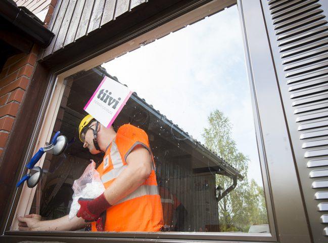Ikkunoiden asennus omakotitaloihin 10 vuoden takuulla.