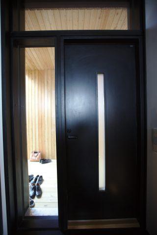 Tiivin palo-ovi on CE-merkitty, paloluokan EI30 ulko-ovi, jota ei ulkonäöllisesti erota Tiivin tavallisesta ulko-ovesta.