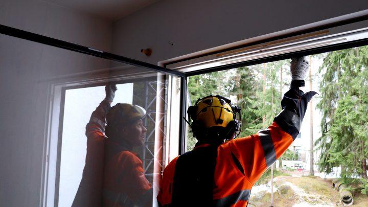 Asennus näyttelee tärkeää roolia, kun halutaan varmista, että ikkunoiden vaihto taloyhtiössä onnistuu.