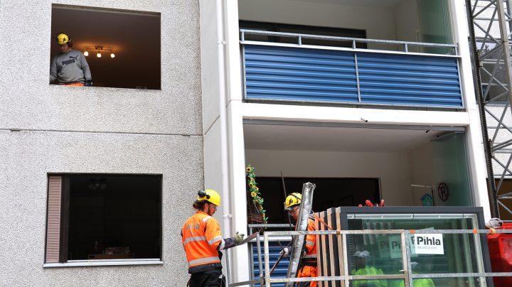 Ikkunoiden vaihtotaloyhtiössä onnistui alle viikossa tehokkaan asennusryhmän ja ammattitaitoisen projektinjohdon ja suunnittelun ansiosta.